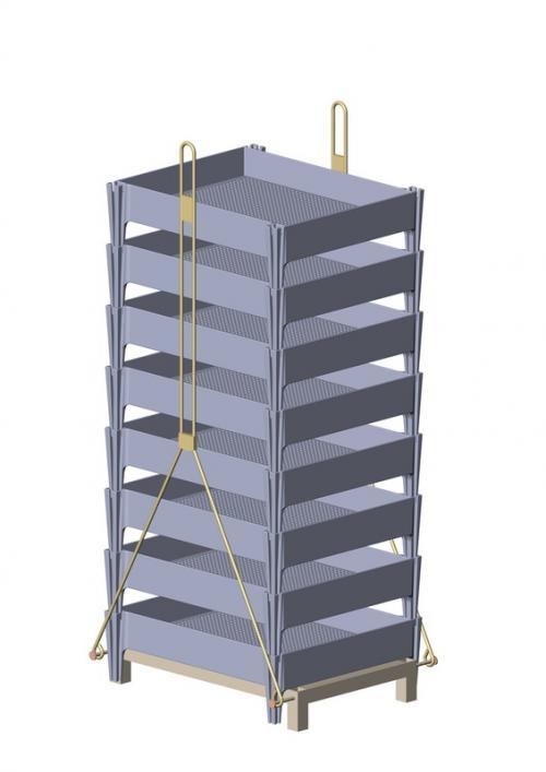 Штабель ящиков в металлическом зажиме