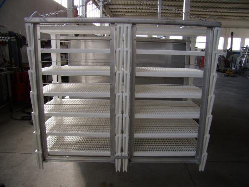 Полипропиленовый стеллаж, в металлическом зажиме, для посолки сыра