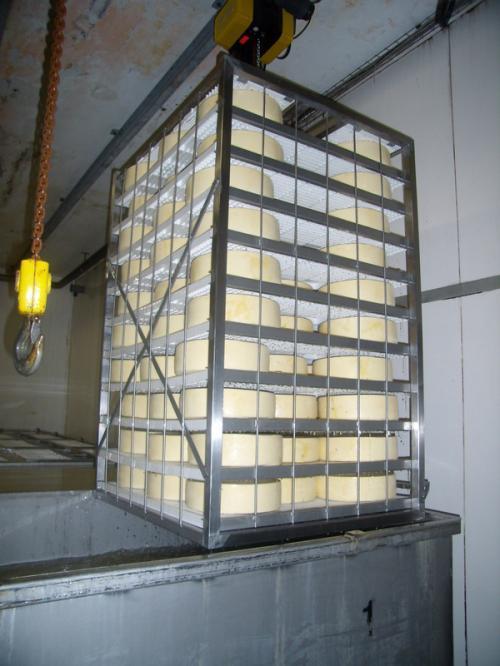 Посолка в металлическом стеллаже